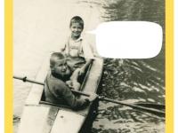Feliks Dzierżanowski junior zkolegą wkajaku. Lipiec 1936 nastawie wparku wNałęczowie.