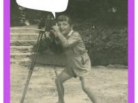 Feliks Dzierżanowski junior zaparatem fotograficznym. Lipiec 1936 wparku wNałęczowie.