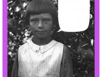 Portret dziewczynki natle jabłoni zowocami. Lata 30.